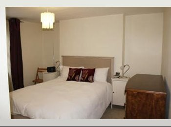 EasyRoommate UK - Double bedroom with private bathroom and toilet - Canley, Coventry - £350