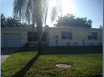 EasyRoommate US - Room for rent from a dental student! - Bradenton, Other-Florida - $500