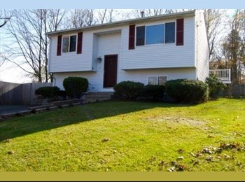 EasyRoommate US - Located on a dead-end street, this home is updated - Warwick, Warwick - $500