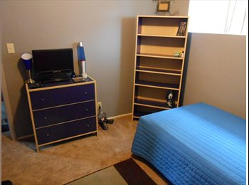 EasyRoommate US - **1 FURNISHED BEDROOM in a Nice Little House - Pacific Beach, San Diego - $1083