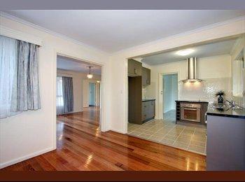 EasyRoommate AU - $200/wk!! With NEW 5-star Bathrm near Deakin - Blackburn South, Melbourne - $867