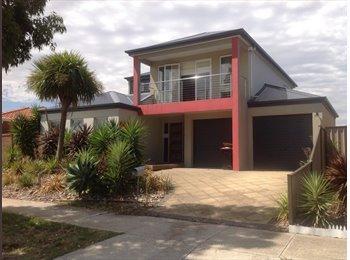 EasyRoommate AU - Charming house - Burnside, Melbourne - $650