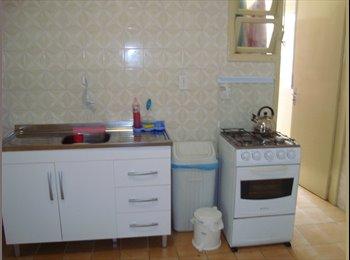 EasyQuarto BR - Procuro MENINA p/ dividir apartamento no centro - Centro, Florianópolis - R$700