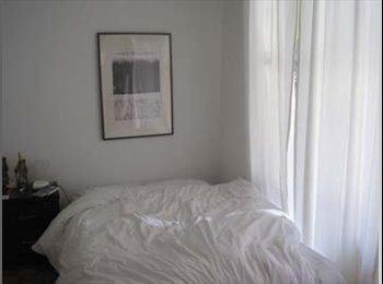 EasyRoommate CA - Big double room-Mile End / Grande chambre double - Le Plateau-Mont-Royal, Montréal - $650