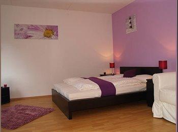 EasyWG DE - Violett Apartment mit Balkon - Wedding, Berlin - €500