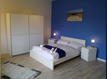 EasyWG DE - Blau Apartment mit Balkon - Wedding, Berlin - €550