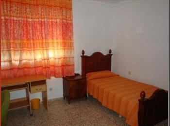 EasyPiso ES - HABITACIONES PARA ESTUDIANTES - Cruz De Humilladero, Malaga - €180