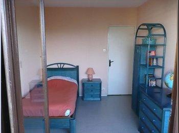 Appartager FR - Loue chambre meublée dans immeuble bien situé 38 - L'Aigle, Grenoble - €250