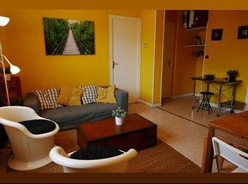 Appartager FR - Chambres meublées dans F5 avec vue  à Grenoble - Grands boulevards, Grenoble - €400