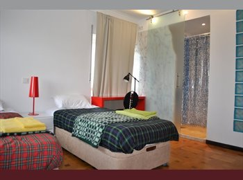 EasyQuarto PT - DAHOUSE/ SPORTS BEACH HOSTEL - Carcavelos, Lisboa - €300