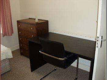 EasyRoommate UK - Rooms to rent in shared house - Huddersfield, Kirklees - £265