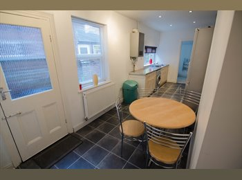 EasyRoommate UK - 4 bed bedroom house to let students from 2014/2015 - Lincoln, Lincoln - £330