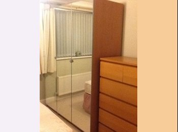 EasyRoommate UK - BRISTOL DOUBLE EN SUITE ROOM FOR RENT IN STOCKWOOD - Stockwood, Bristol - £420