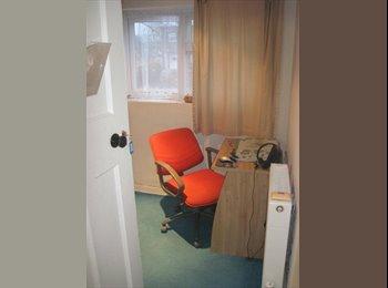 EasyRoommate UK - Single Furnished Room to rent in Oakdale - Oakdale, Poole - £325