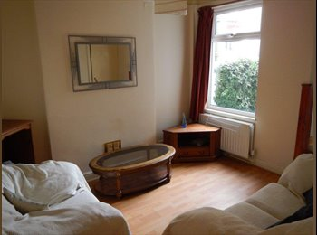 EasyRoommate UK - Excellent Student House in Earlsdon - Earlsdon, Coventry - £335