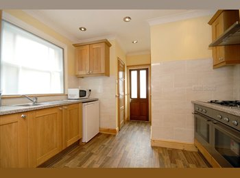 EasyRoommate UK - MANOR HOUSE N4  6 BED 6 BATH STUDENT HOUSING  2014 - Finsbury Park, London - £585