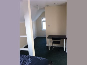 EasyRoommate UK - double room ensuite Ideal for Uni only 1.8m to JMU - Anfield, Liverpool - £300