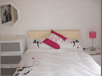 EasyRoommate UK - Female wanted for room in friendly house share - Scarborough, Scarborough - £342
