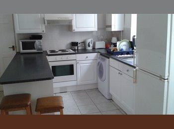 EasyRoommate UK -  Single room in clean shared house. - Alvaston, Derby - £303