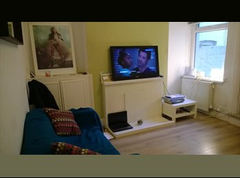 EasyRoommate UK - Double rooms available in Cardiff Bay House - Cardiff Bay, Cardiff - £300