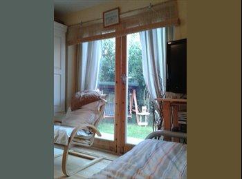 EasyRoommate UK - Student  studio ,or single french room onto garden - Chester, Chester - £380