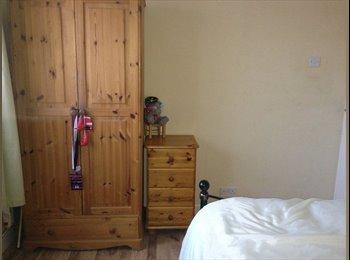 EasyRoommate UK - Spacious Double Bedroom - Near Heathrow Airport - Hayes, London - £500