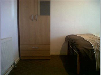 EasyRoommate UK - 1 double bed available in Carshalton - Carshalton, London - £390