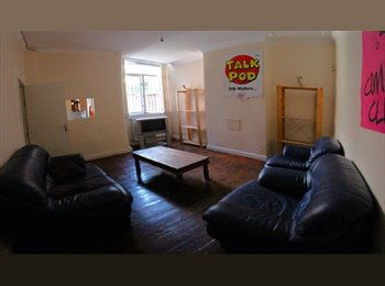 EasyRoommate UK - 5 BED HOUSE TO RENT IN FALLOWFIELD, LANDCROSS ROAD - Fallowfield, Manchester - £325