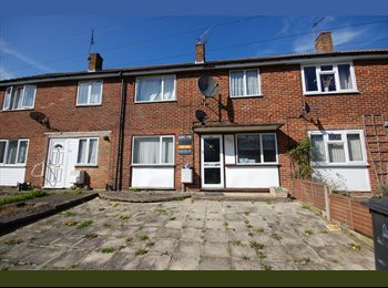 EasyRoommate UK - 4 bed Hales Place NR UKC - Hales Place, Canterbury - £370