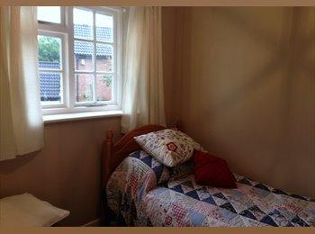 EasyRoommate UK - ROOM TO RENT IN BIRCHWOOD WARRINGTON - Warrington, Warrington - £400