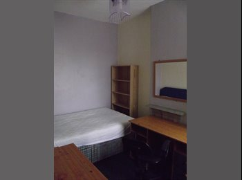 EasyRoommate UK - Central location professional house share - Newcastle-under-Lyme, Newcastle under Lyme - £280