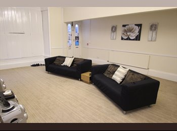 EasyRoommate UK - Beautiful Large Houseshare Bradford City Centre - Little Horton, Bradford - £325