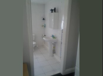 EasyRoommate UK - Double room with ensuite bathroom - Conisbrough, Doncaster - £400