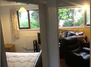 EasyRoommate UK - Two double rooms available - Hythe, Southampton - £433