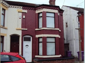 EasyRoommate UK - Spare room in student house, £75 PW all bills inc. - Wavertree, Liverpool - £325