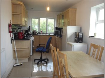 EasyRoommate UK - SIX Bedroom STUDENT ACCOMMODATION to let - Preston, Preston - £347