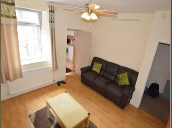 EasyRoommate UK - 2 Double bedrooms available now in Treforest -CF37 - Cathays, Cardiff - £250