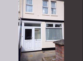 EasyRoommate UK - NEW DECOR - LARGE DOUBLE ROOMS (2 WITH ENSUITE) - Portswood, Southampton - £368