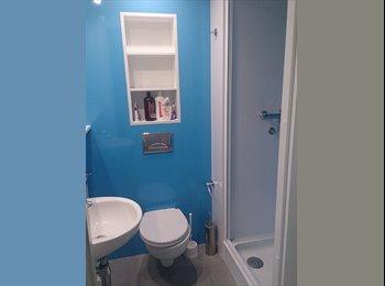 EasyRoommate UK - Twin Ensuite Room in Zone 2 - Hampstead, London - £776