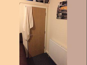 EasyRoommate UK - Room For Rent - 5 Bedroom Student House - Broomhill, Sheffield - £355