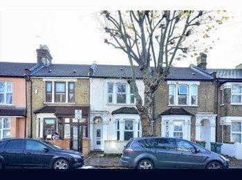 EasyRoommate UK - Large Female House, Close to Station & Amenities - East Ham, London - £400