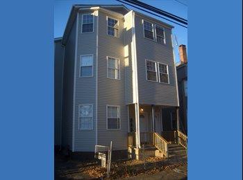 EasyRoommate US - Sharp room near Bus & Train - Bridgeport, Bridgeport - $606