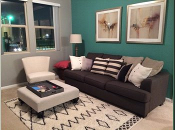 EasyRoommate US - Great/Safe Apt and Area for Female Professional - Mid City, Los Angeles - $1300