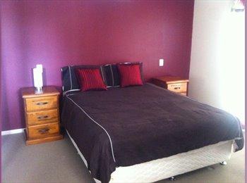 EasyRoommate AU - Master Bedroom with Ensuite and walk in waredrobe - Loganholme, Brisbane - $195