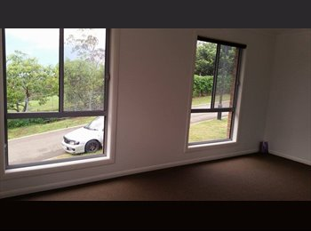 EasyRoommate AU - HUGE ROOM with view of Surfers and Broadbeach Skyl - Gilston, Gold Coast - $190