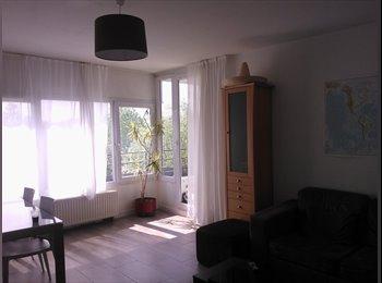 chambre meublée ensoleillée et calme