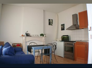 EasyKamer NL - Gezellige budget kamer in studenten dameshuis - Buitenwijk Zuid-Oost, Maastricht - €260