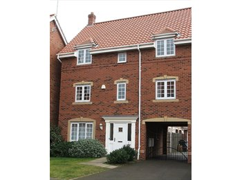 EasyRoommate UK - Double Room Desborough with Bills Included - Desborough, Kettering - £375