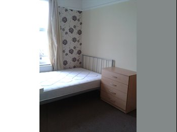 EasyRoommate UK - Must see! Nice Double Room in a clean house - Fratton, Portsmouth - £305