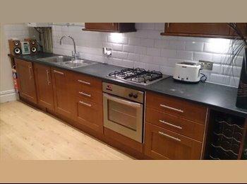 EasyRoommate UK - A large double room - Burton upon Trent, Burton-on-Trent - £320